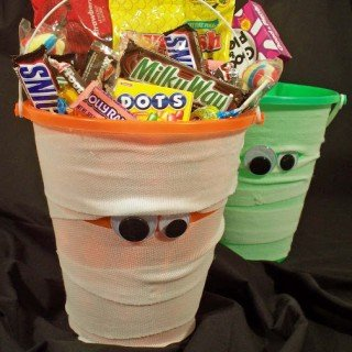 Halloween Craft – Mummy Bucket