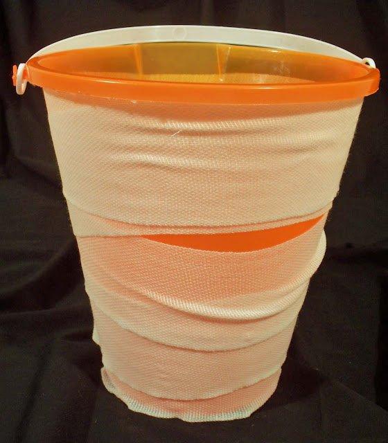 how to decorate Halloween bucket