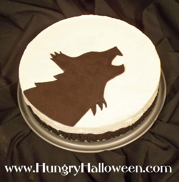 Where can you go wrong with a cheesecake! This Halloween Cheesecake is a simple no-bake dessert with an amazing design to get you howling for more!
