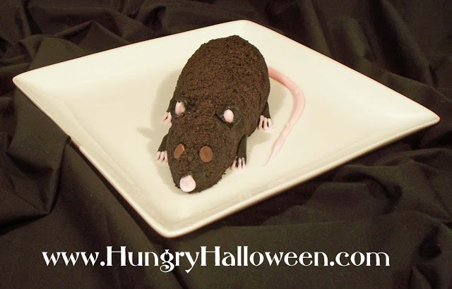 This Sweet Cookies and Cream Halloween Cheese Ball Rat will spook everyone out but is amazingly delicious! This dessert is simple, festive, and screamingly delicious!