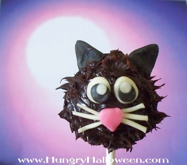 Make some of these Black Cat Truffle Pops for a fun Halloween treat! They have a purrfect amount of delicious chocolate in them, you wont be able to get enough!