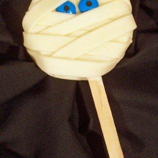 Mummy Pops – Rice Krispies Treat Lollipops for Halloween