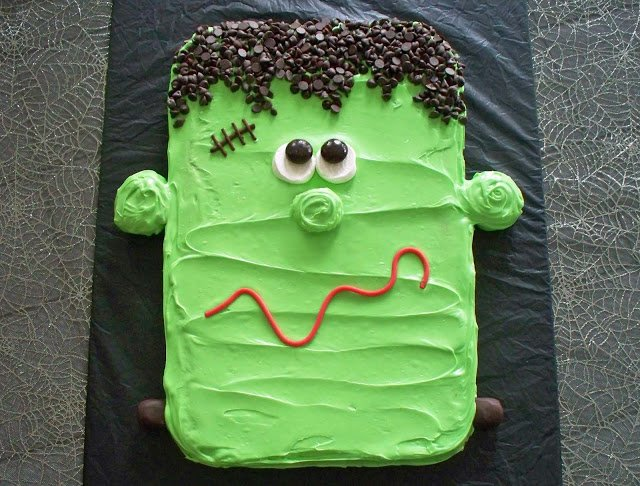 This Frankenstein Cookie Halloween Dessert will be the most amazing treat at any party! This dessert is spooky and cute... the amazing flavor will raise the dead!