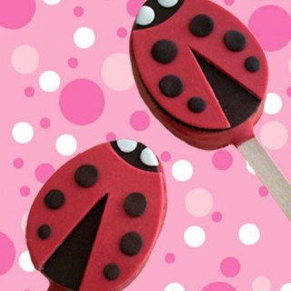 Valentine's Day Treat – Ladybug Rice Krispies Pops