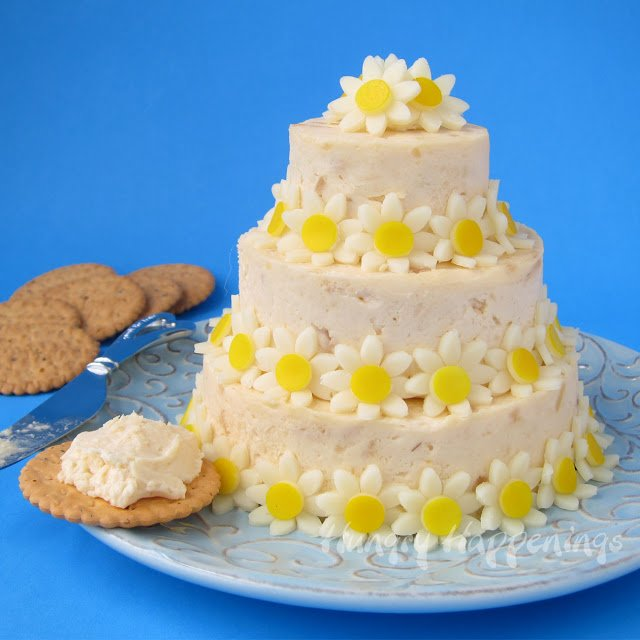 cheese ball wedding cake with daisies