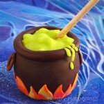 Caramel-Apple-Cauldron%2C-Halloween-food%2C-party%2C-recipe%2C-pop-
