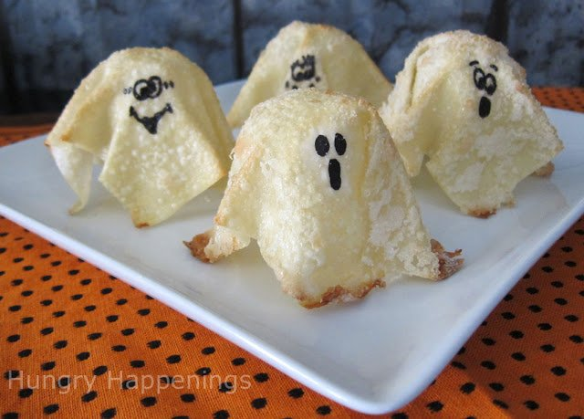 Are you looking for a Quick and Quirky Sweet Treat for Halloween? These Sweet Ghost Crisps are the perfect treats to make...they're so easy and can be served with anything!