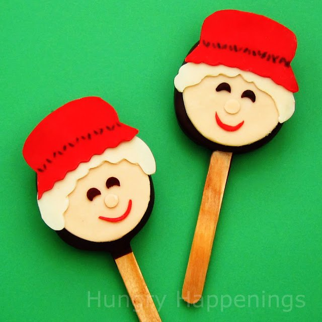 Decorate chocolate truffle lollipops with modeling chocolate to create these cute Mrs. Claus Truffle Pops. These sweet treats would look so adorable in your Christmas stockings, on cookie platters, or on top of gifts.
