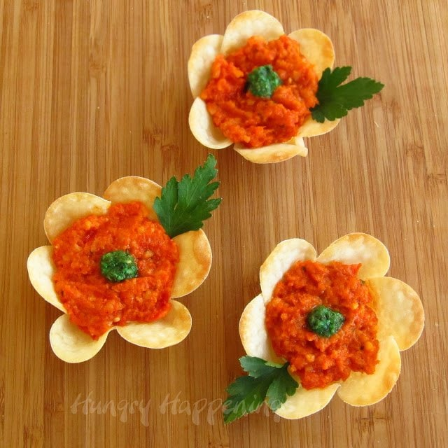 Looking for an amazingly delicious appetizer recipe to serve for Easter? Try making these beautiful Flower Crisps Appetizers, they'll have your party guests dying to get the recipe!