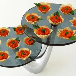Flower Crisps Appetizers – With Roasted Red Pepper Pesto