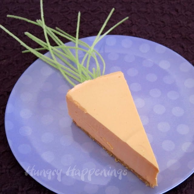 I don't know about you, but I absolutely love cheesecake! Try making these festive Cheesecake Carrots for your Easter Dessert this year!