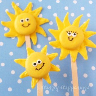 Add a little sunshine into your day with these cute lollipops.