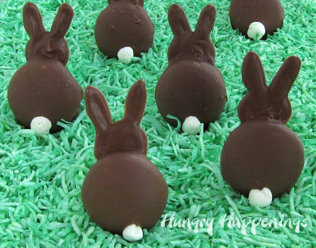 Peter Cottontail is on his way down the bunny trail! Have some fun with your kids and make these delicious Chocolate Bunny Silhouettes to show him hopping away!