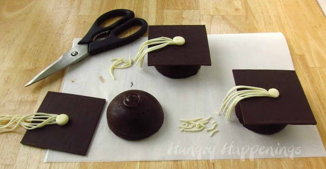 how to assemble Flourless Chocolate Cake Graduation Caps