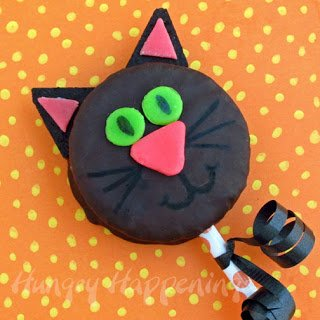 Halloween-treats-for-kids-snack-cake-cat-black-cat-cakes-sweet-treats-for-Halloween-kids-Halloween-crafts-edible-crafts-