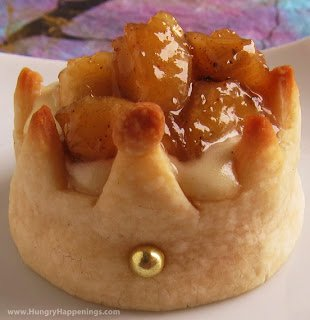 Pastry Crowns filled with Cheesecake Mousse and Glazed Bananas