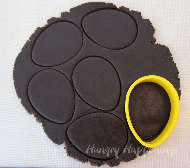 Looking for an elegant yet simple dessert to make for Easter? Try making these Easter Lamb Cookies Using A Stamp, they are absolutely amazing!
