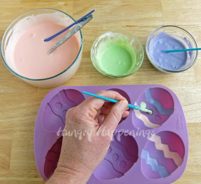 I have always loved cooking projects where you can make your treat in your own way! This Easter have fun in the kitchen with your kids and teach them How to Pain Cheesecake Easter Eggs! They are beautiful and delicious desserts.
