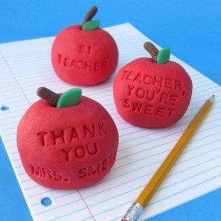 Thank teachers with a sweet message on a vanilla fudge apple.