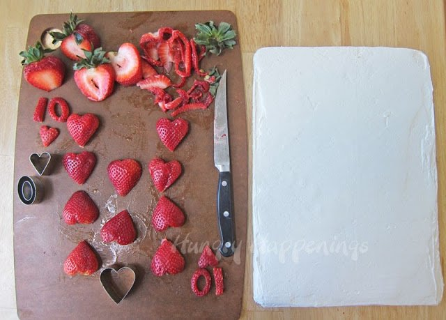How to make a strawberry fruit pizza playing card - 1