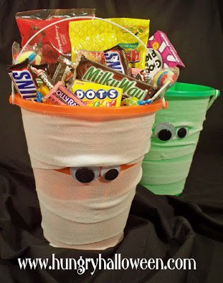 halloween mummy candy buckets