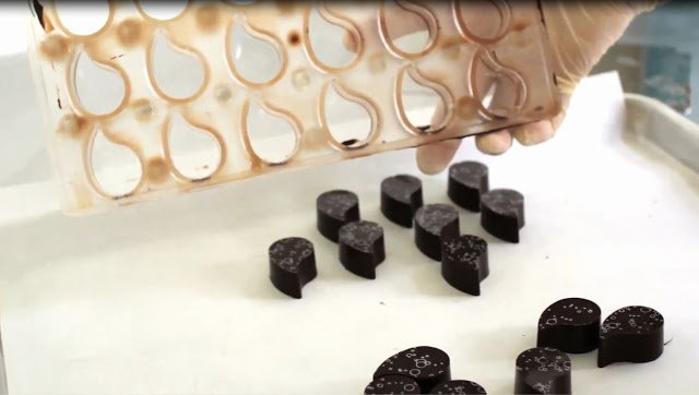 Learn how to make Handmade Chocolates decorated with chocolate transfer sheets and filled with lusciously creamy peanut butter fudge by watching the video tutorial.