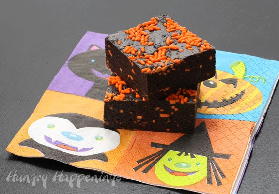 If you've been searching for a delicious yet simple recipe for Halloween look no further! These Halloween Cookies and Cream Bars take no time to make and will have your party guests begging for the recipe!