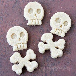 Homemade Halloween Candy – Gumdrop Skull and Crossbones