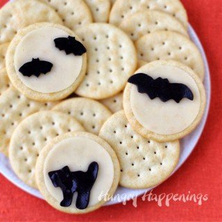 Halloween Snacks – Full Moon Cheese and Crackers