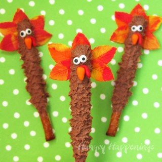 Thanksgiving Treats – Chocolate Turkey Pretzel Pops