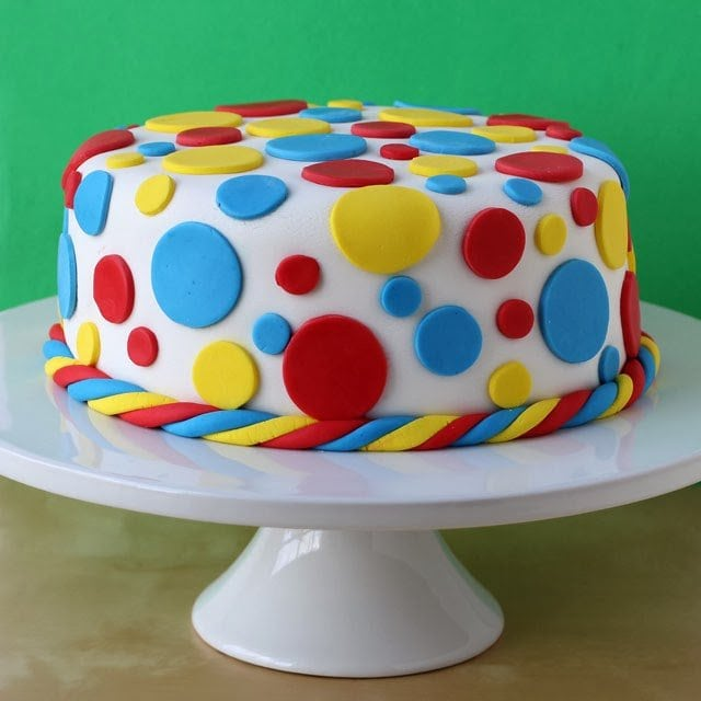 How to decorate a cake using fondant