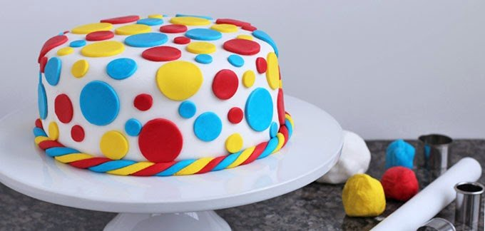 Cake Decorating Techniques With Fondant : How to Decorate a Cake Using Fondant - Cake Tutorial