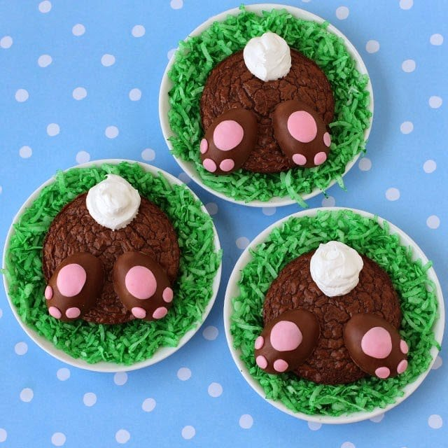 Take your Easter dessert to the next level and make these adorable Brownie Bunny Butts with Reese's Peanut Butter Paws! These brownies are full of chocolaty goodness and your party guests wont be able to get enough of the cuteness!