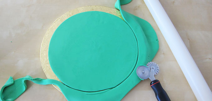 cut a circle out of green fondant to create the base of the Leprechaun hat