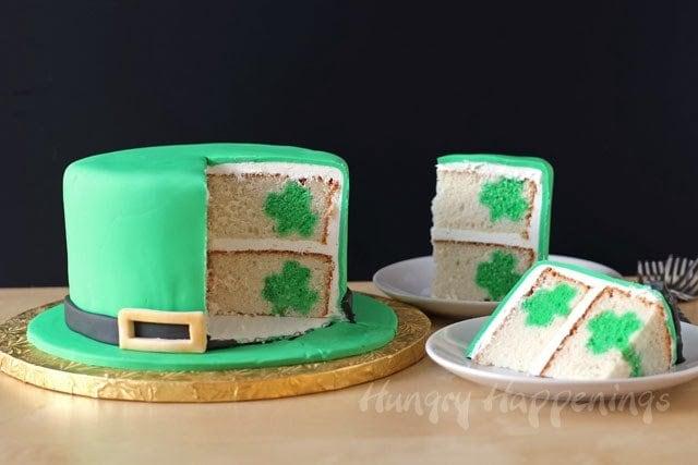 Leprachaun Hat Cake   HungryHappenings.com