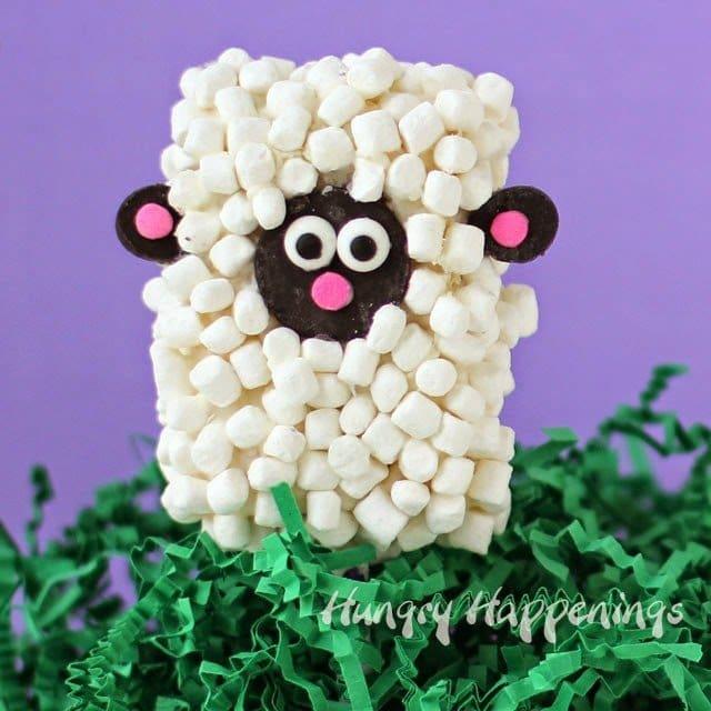 Easter Rice Krispie Treat Lamb Pops | HungryHappenings.com