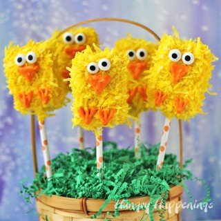 Transform store bought rice krispies treats into these cute Fuzzy Rice Krisies Treat Chick Pops for Easter.