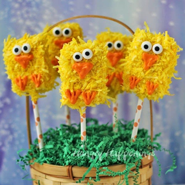 Easter Rice Krispies Treat Chick Pops | HungryHappenings.com
