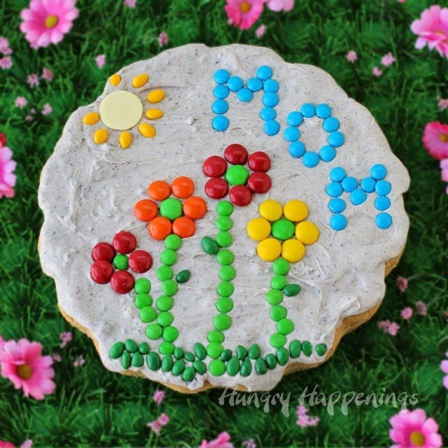 Transform a jumbo cookie into a Sugar Cookie Garden Stone by frosting it with cookies 'n cream frosting and decorating it with candy. You can personalize it and give as a Mother's Day gift.
