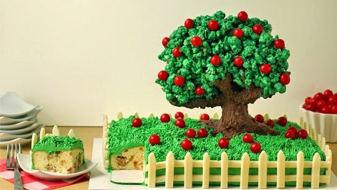 Apple Tree Cake | HungryHappenings.com