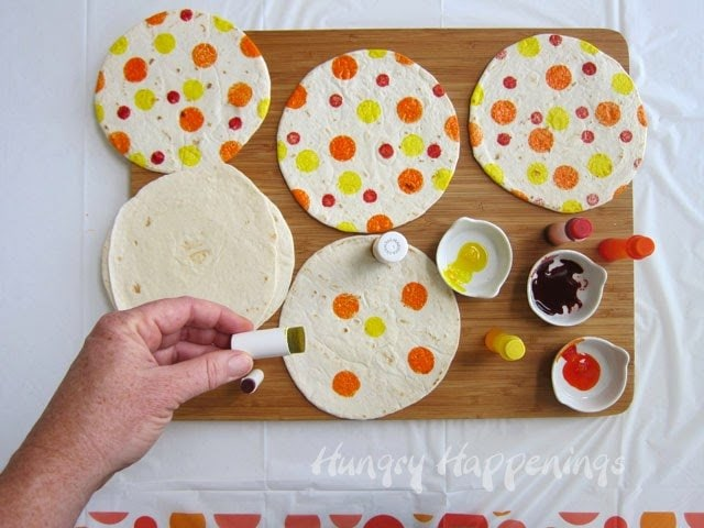 How to decorate polka dot tortillas | HungryHappenings.com
