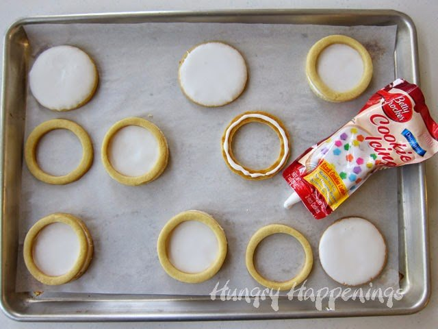 How to make Cookie Googly Eyes | HungryHappenings.com