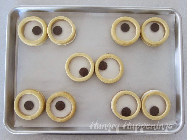 How to make 3-D Cookie Googly Eyes | HungryHappenings.com