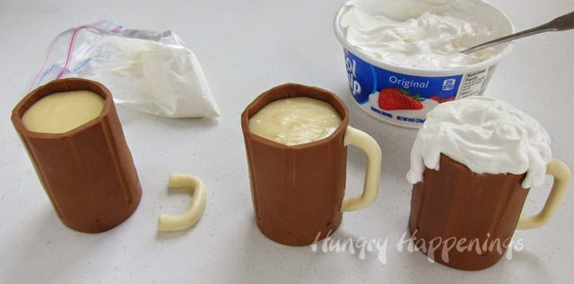 How to make Root Beer Mug Cakes | HungryHappenings.com