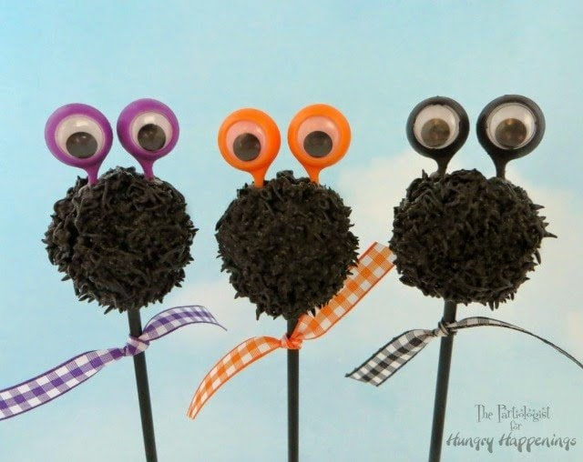 Put a fun twist on your normal desserts and make these Googly Eyed Cake Pops! They're the perfect dessert for your Halloween party and they'll have everyone dying to know how you made these deliciously goofy treats!