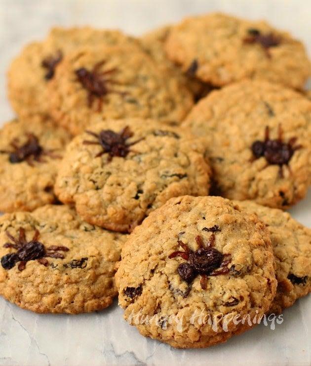 Halloween Spider Cookies | HungryHappenings.com
