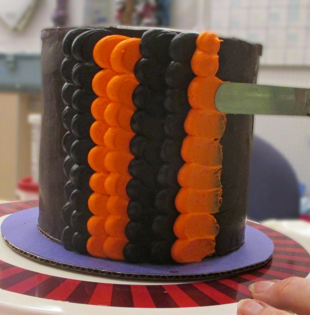 How to make a Halloween pulled dot petal cake