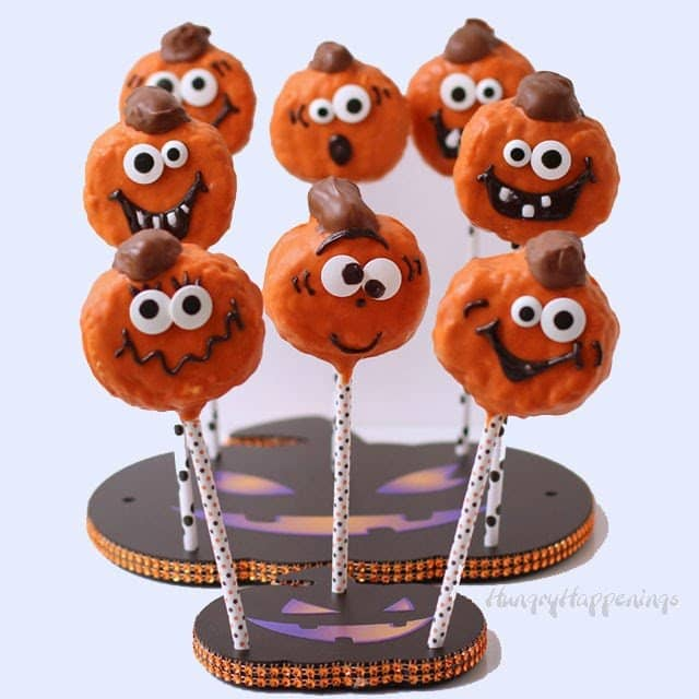 Pumpkin Spice Jack-O-Lantern Rice Krispie Treats | HungryHappenings.com