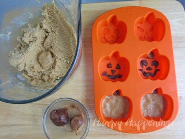 Peanut Butter Jack-O-Lantern Cookies - Hungry Happenings