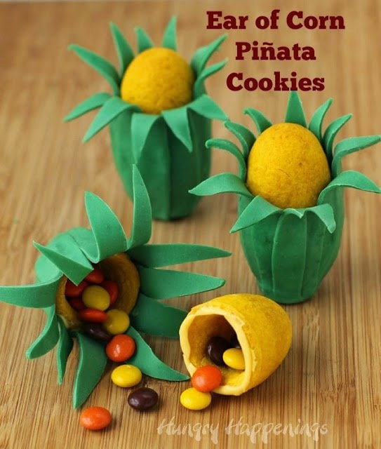 Fill these Ear of Corn Pinata Cookies with your favorite candy to make a really sweet Thanksgiving treat. | HungryHappenings.com